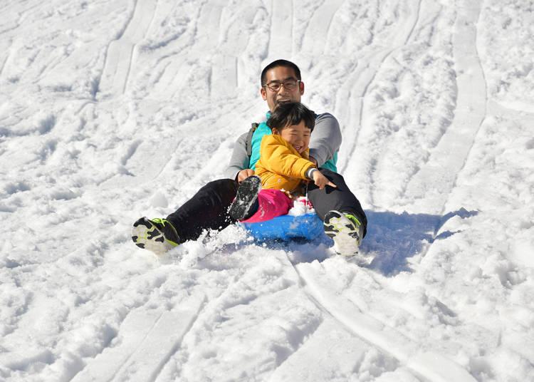 還有滑雪橇用的坡道,很適合家長帶自家小朋友來玩