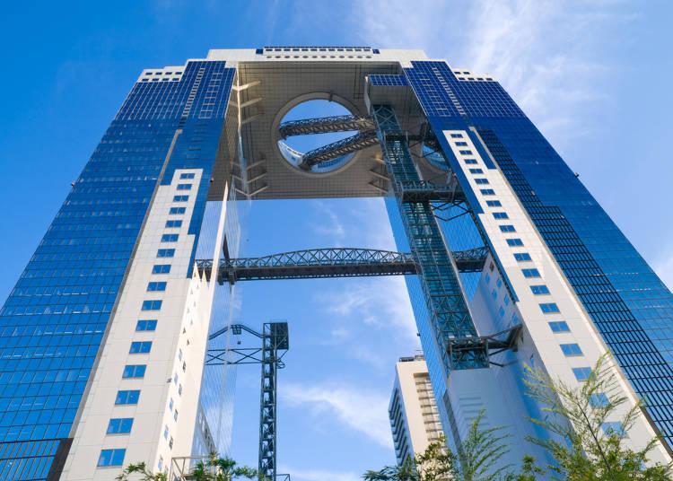 無論是平日還是假日都非常熱鬧的「梅田藍天大厦」