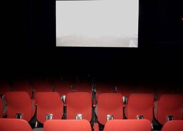 ▲很像小型視聽室的氛圍(1次100日圓・含稅。上映時間14分、14:40起每20分鐘撥放一次)※依據館內的擁擠狀況或相關活動、維護設備等情形時有可能會停止上映的服務。