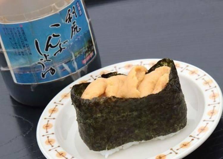 獨創的海膽軍艦壽司完成了!可按照自己的喜好品嚐,也可加一點利尻昆布醬油喔!