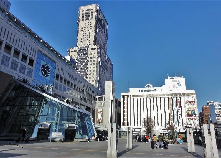 左手邊是北海道的終點站,札幌車站