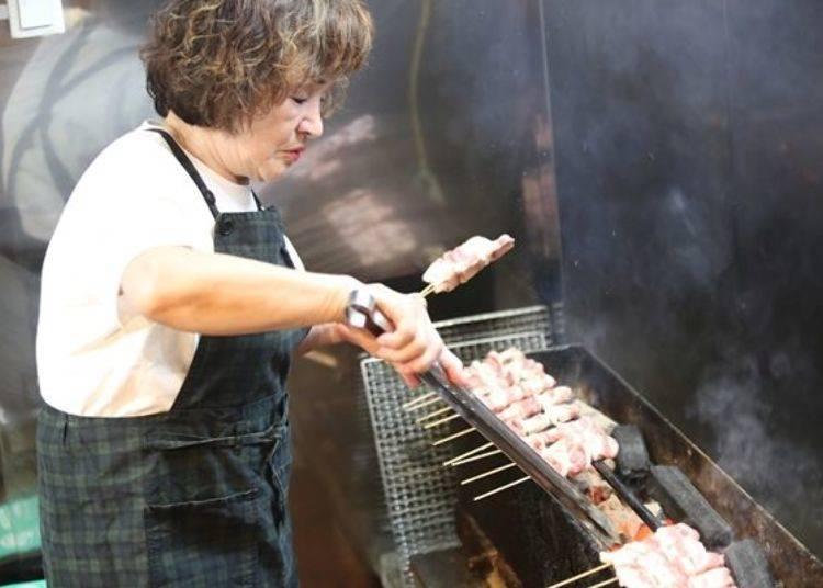 ▲準備好炭火正要開始烤肉的吉田小姐