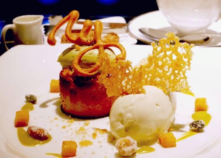 師傅正在現做甜點中,從水果開始就是新鮮現切,讓人無限期待!