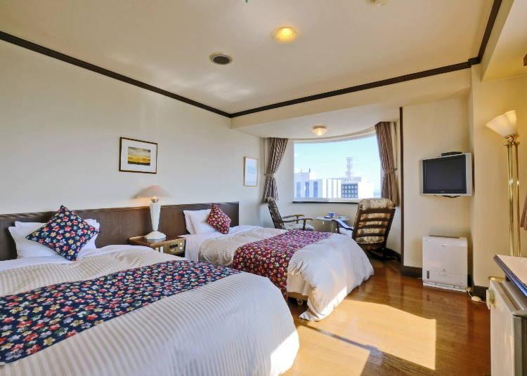 在5~7樓靠近運河那側的雙床雙人房。