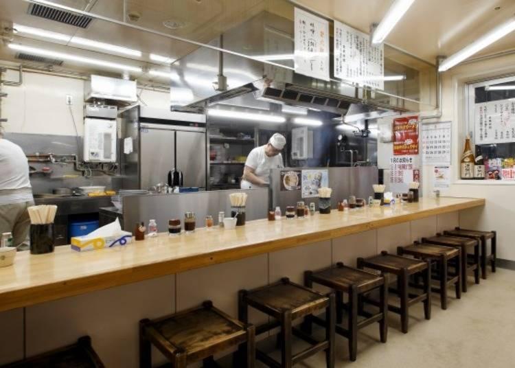 ▲座位只有廚房料理台前的吧檯位子。為的就是可以照顧到每個顧客。