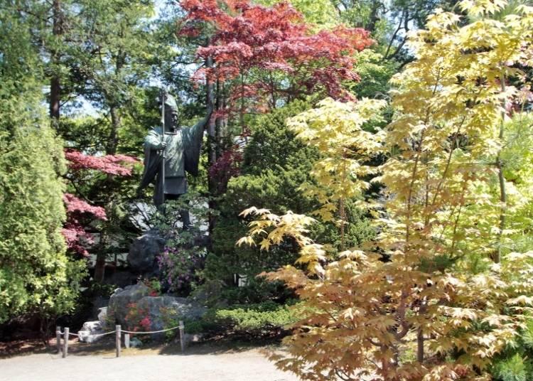 北海道神宮境內的島義勇像。島義勇是1800年代末負責北海道開發、札幌市區街道設計的主要功臣,也是決定將北海道神宮建於此的關鍵人物。