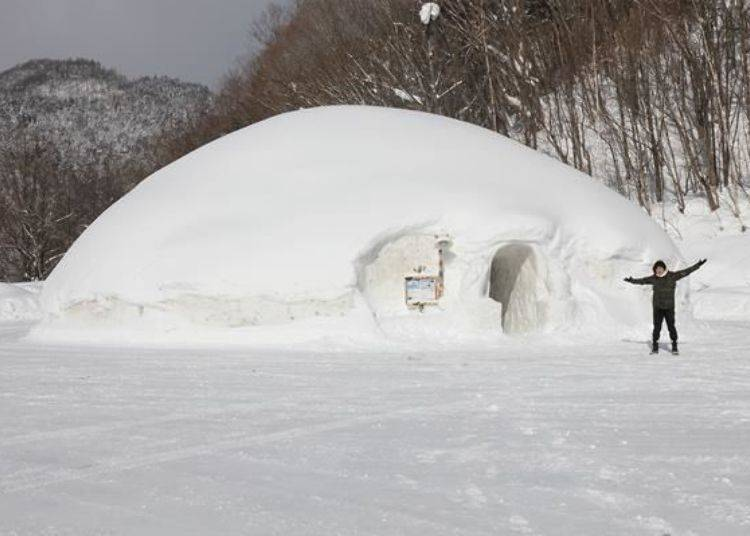 登愣!到底是雪屋還是雪山!?真的超大的!