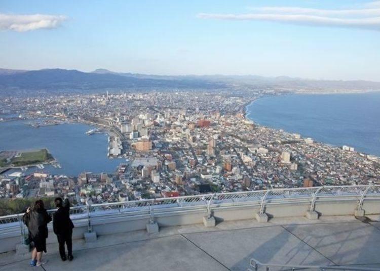 ▲從更高的地方所觀賞到的函館市街景。極致的景色真是令人驚豔!