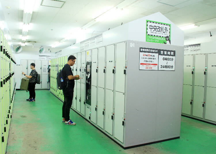 靠近上野車站剪票口之處設有120個大型置物櫃,而其實光是在上野車站裡就設有超過300個以上的置物櫃。
