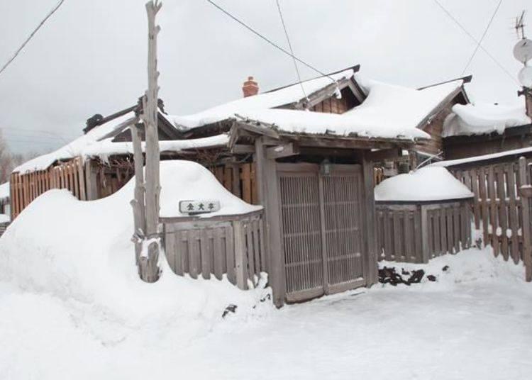 積雪非常深的冬季。