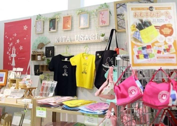 ▲居住在七飯町的作家所創作出「KITAUSAGI」品牌的各項商品。