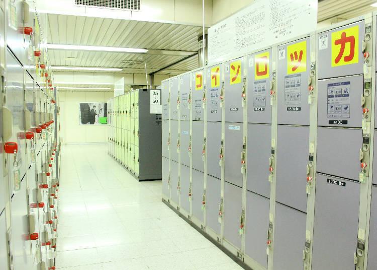 總數約有1300個,且常常有空位的置物櫃放置處。