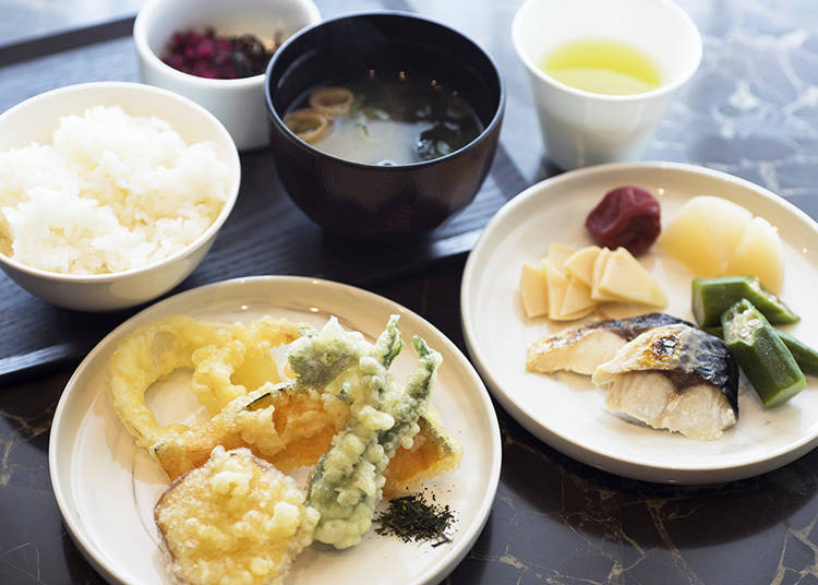 自助式早餐有日式和西式料理,除了基本菜色,還可品嚐到當季食材