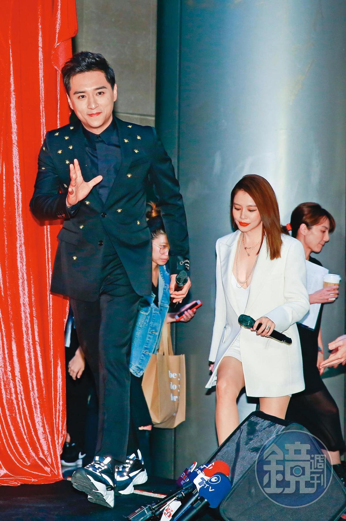 这几年郑人硕戏愈拍愈多,前年包括与徐若瑄(右)合演的《人面鱼》在内,1年就有3部电影上映。