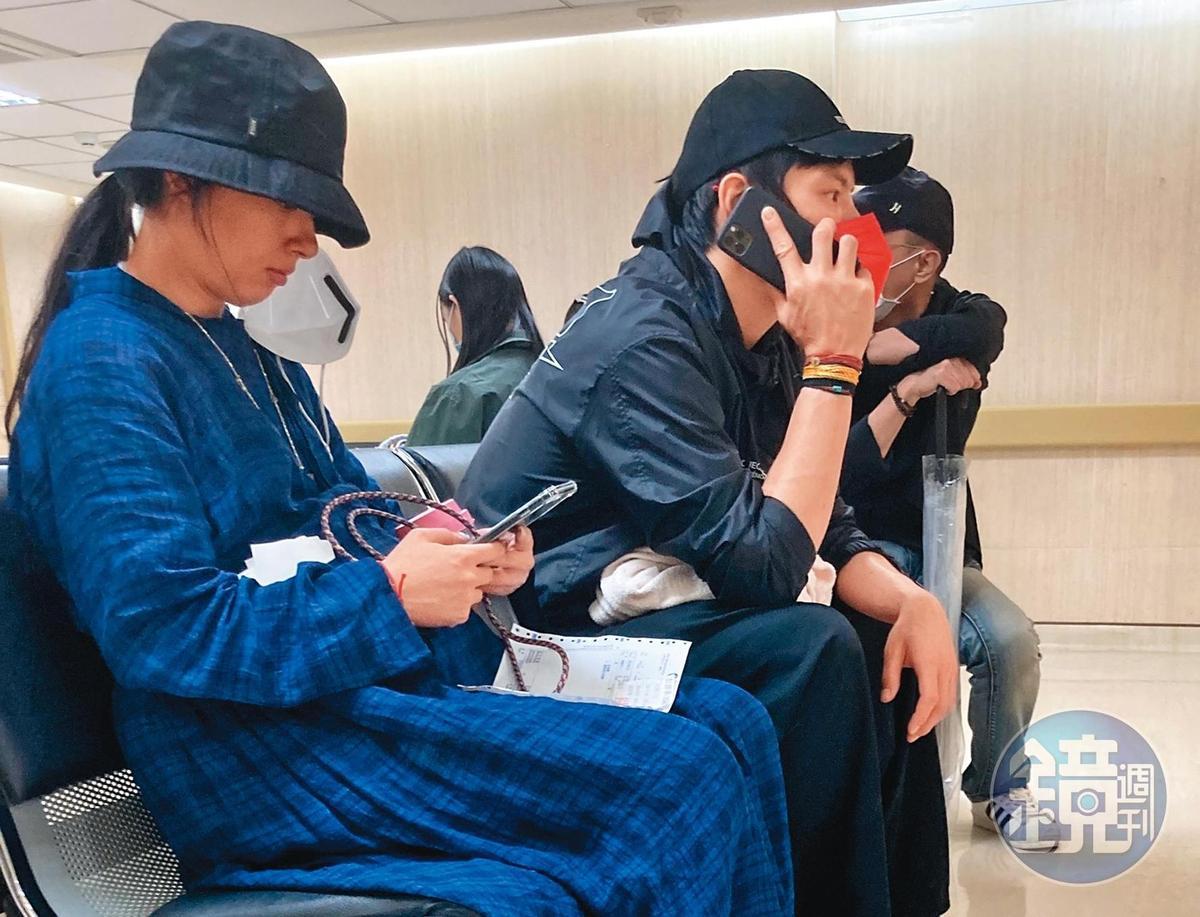 9/30 15:16 二度來到醫院的郭碧婷與向佐,正在等待醫生會面與問診。