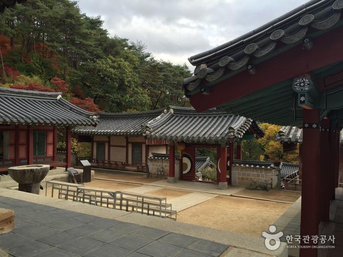 韓國書院簡樸素雅的設計,恰恰反映了它們的儒家哲理,圖為陶山書院。圖:韓國觀光公社官網/翻攝