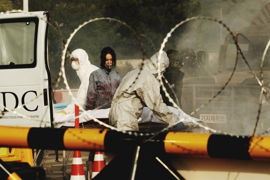 ▲片中為防止病毒擴散,政府實施大規模封城計畫。(圖/車庫娛樂)