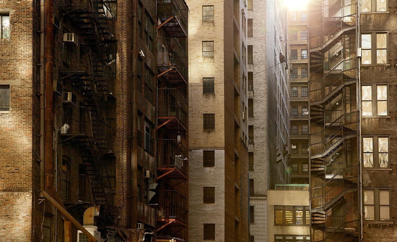 ▲一名男子看到喜歡的建案,不過只剩下二樓的房子,不知道該不該買?(示意圖/翻攝自 pixabay )