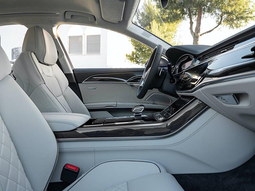 AUDI改款性能旗艦S8登場,微型油電、預測性主動懸吊與四輪轉向全
