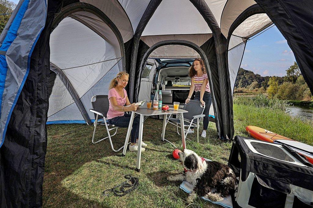 VWCV迷你露營車Caddy California全球首發,全景式玻璃車頂、床組
