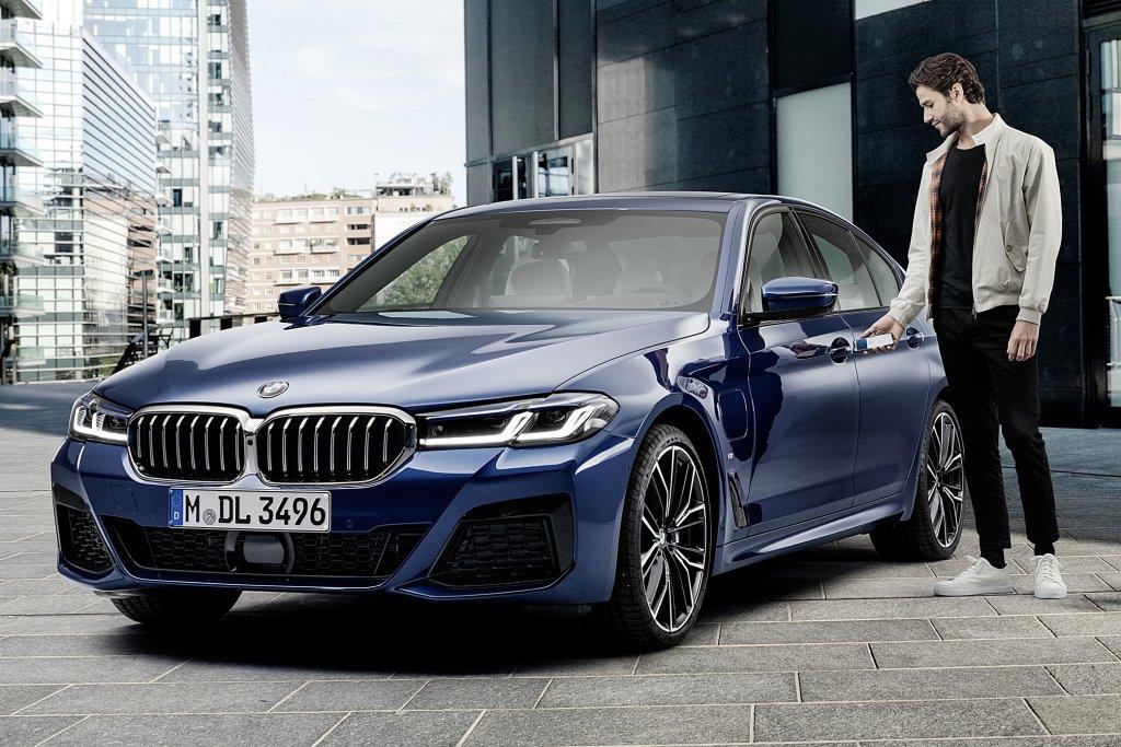 蘋果宣布BMW率先採用 Car Key數位車鑰匙,Apple Map智能行車路線