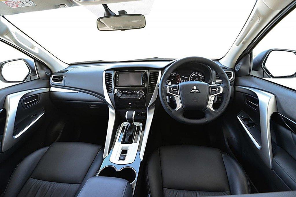 MITSUBUSHI中期改款Pajero Sport即將推出,原廠釋出首張車頭預告