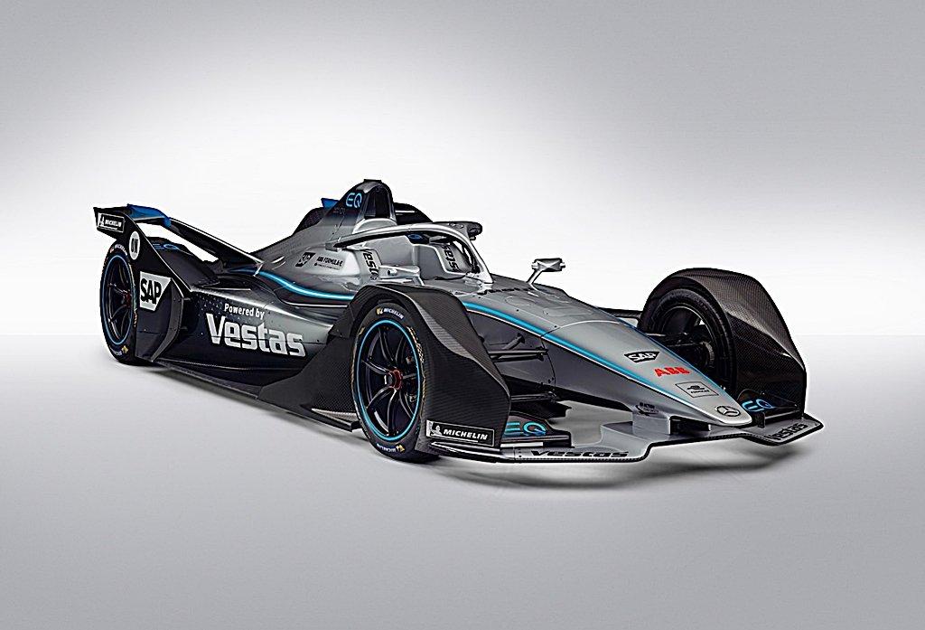 賓士電動方程式賽車EQ Silver Arrow 01披著賽車塗裝亮相,11月正