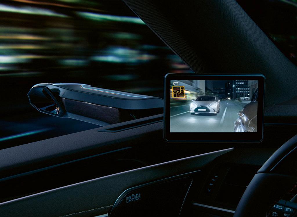 邁向數位時代,LEXUS在歐洲為ES 300h提供數位車外後視攝影機選配