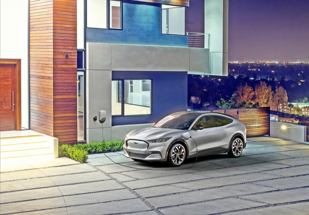 傳統車廠反撲,Ford Mustang Mach-E充電力超越TESLA?充10分鐘可