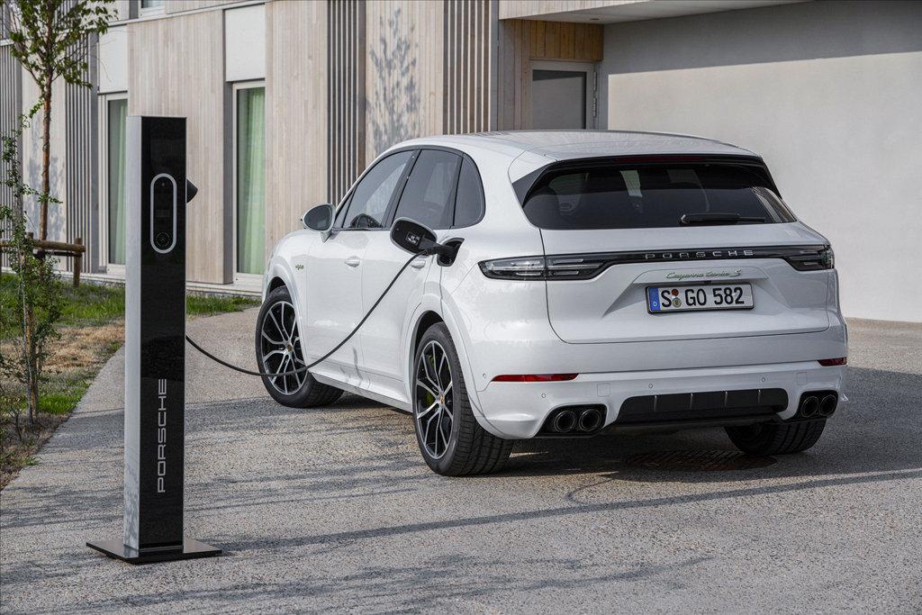 導入插電式油電複合動力,PORSCHE Cayenne家族加入三款新車