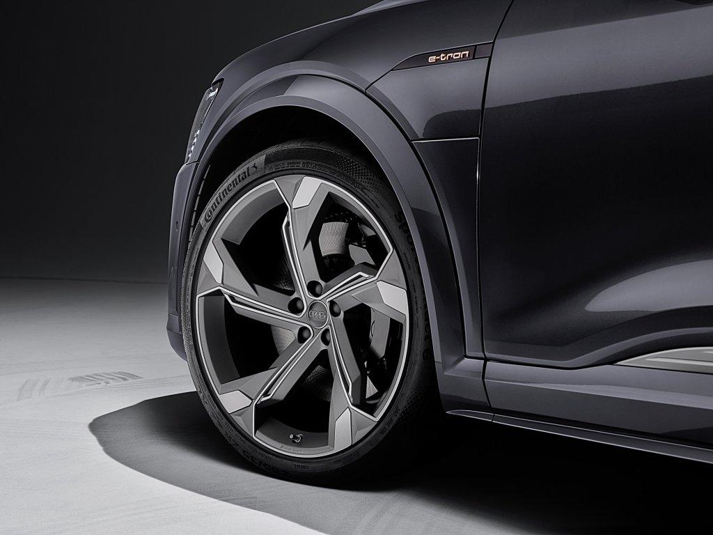AUDI e-tron車系性能再進化,交流電充電功率升級22kW並提升操駕