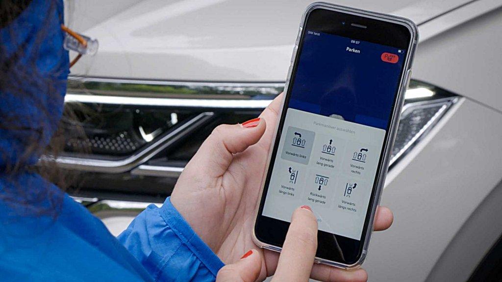 福斯推出手機遙控自動停車系統,率先配置在大型休旅Touareg之上
