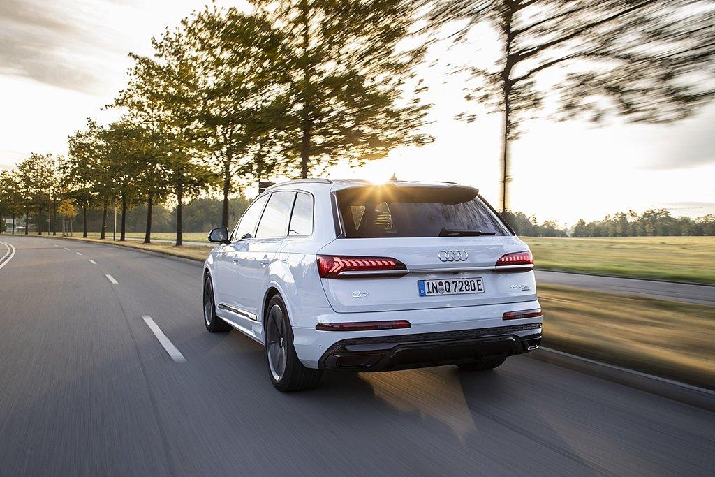 AUDI推出最新插電式油電複合動力休旅Q7 TFSI e quattro,純電力