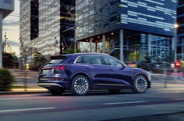 AUDI首部電動車e-tron SUV小改款,煞車與傳動大修改讓續航力大幅