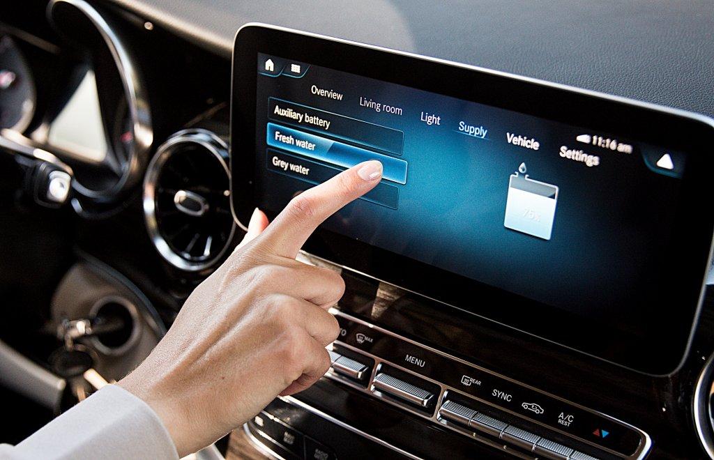賓士車的MBUX能為你算本周運勢!MBUX多媒體系統四月起新增4項娛
