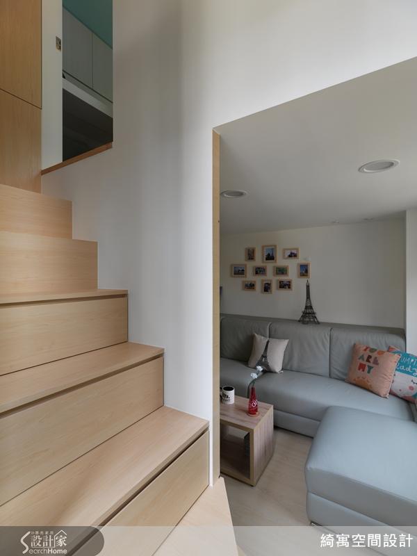 是樓梯同時也是抽屜式收納櫃,展現收納於無形的技巧。