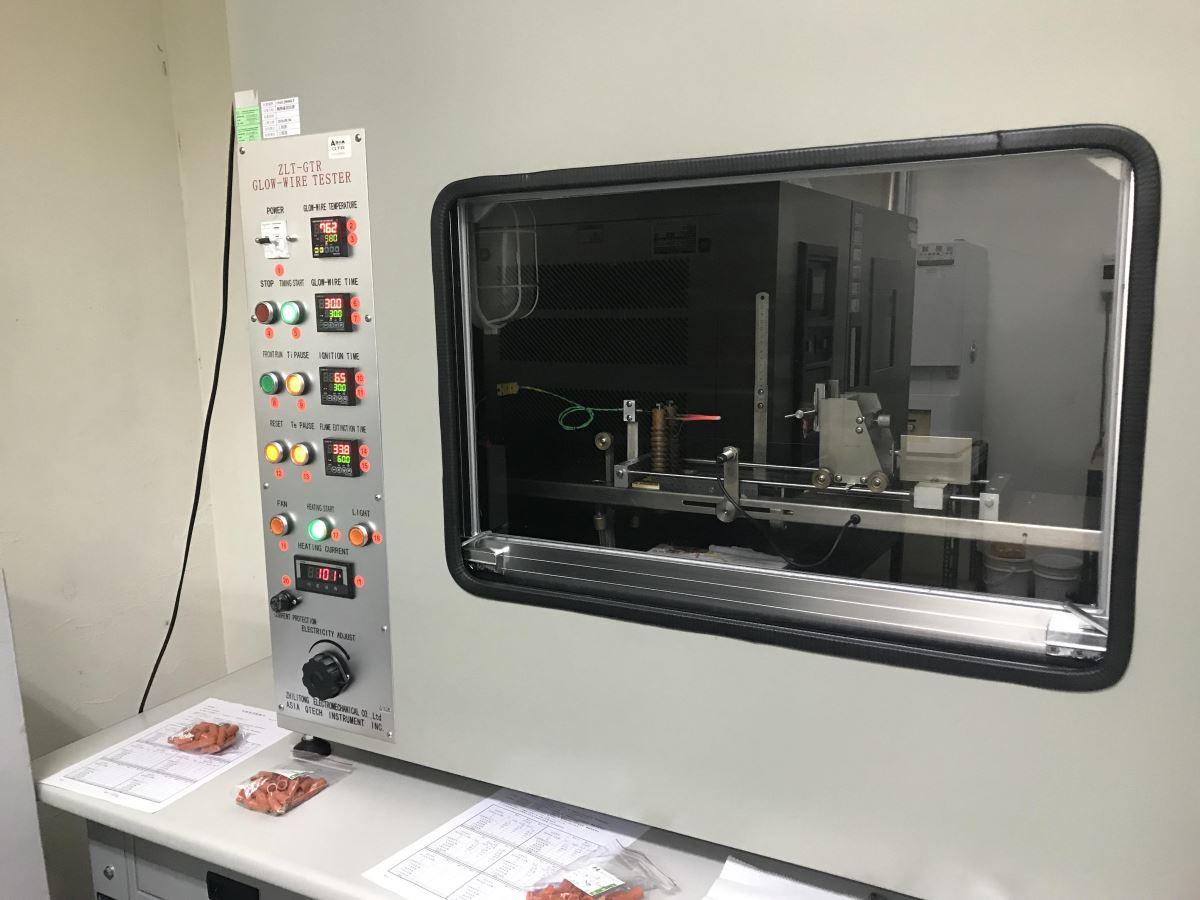 金筆擁有自己的實驗室,儀器精密先進,從產品研發到成品完成,皆符合歐美安全規範。