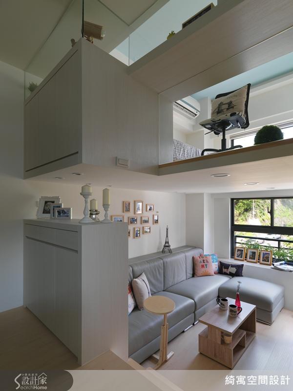 移除地面的拋光磚,讓原本 3 米 9 的高度,增加到 3 米 95 ,消弭夾層壓迫性,提升空間的舒適度。