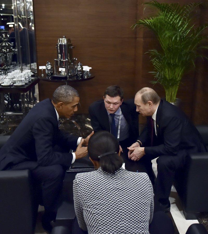美國總統歐巴馬(左)與俄國總統普京(右)會商35分鐘。(美聯社)