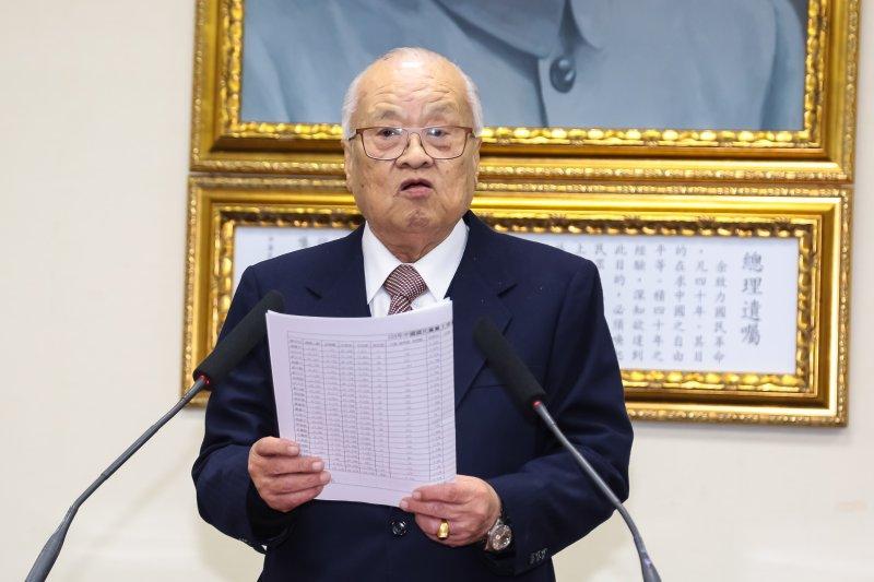選監委員會召集人許水德公布國民黨主席補選開票結果。(顏麟宇攝)