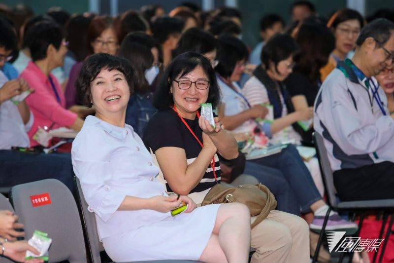 康健雜誌社長李瑟、和信治癌中心醫院營養室主任王麗民14日出席康健趨勢論壇「與癌共處:愛、知識與勇氣」。(顏麟宇攝)