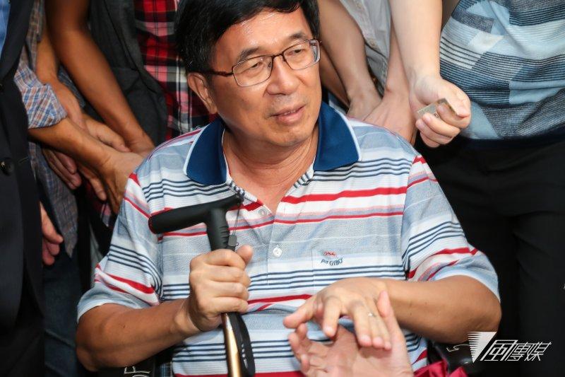 前總統陳水扁4日在抵達北市民生東路老家停留一小時候,準備驅車前往大直典華婚宴會館,參加凱達格蘭基金會感恩餐會。(顏麟宇攝)