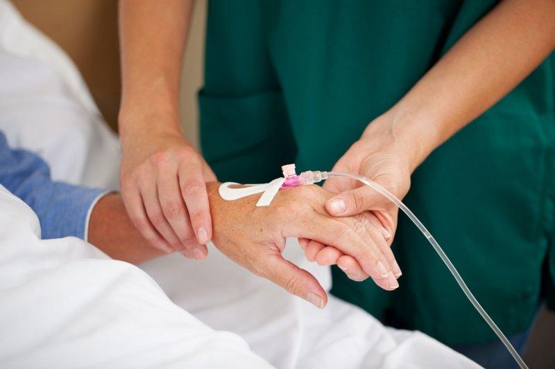 癌症化療,如何加強其效果、降低其傷害,是醫界的重要課題。(取自網路)