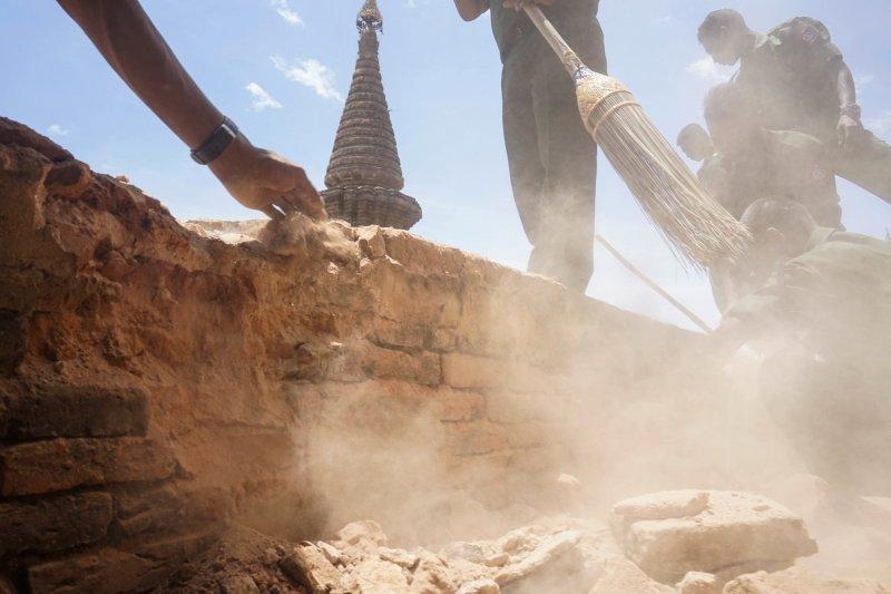 緬甸中部24日發生芮氏規模6.8大地震,古都佛塔損毀(AP)