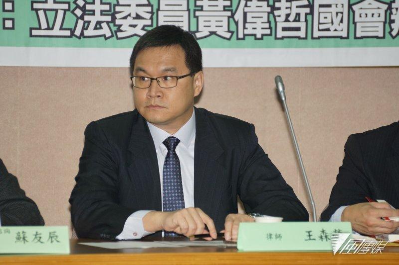 20170317-立委黃偉哲、前副總統呂秀蓮參加「319槍擊案追追追」,律師王森榮。(盧逸峰攝)