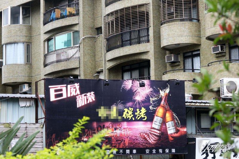 20170317-台北市的燒烤店,部分與市民居住空間、距離相當靠近。(蘇仲泓攝)